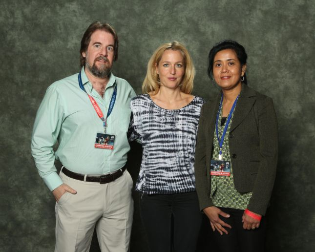 Alliance Coin's Sean Isaacs with Gillian Anderson at Ottawa Comiccon 2013